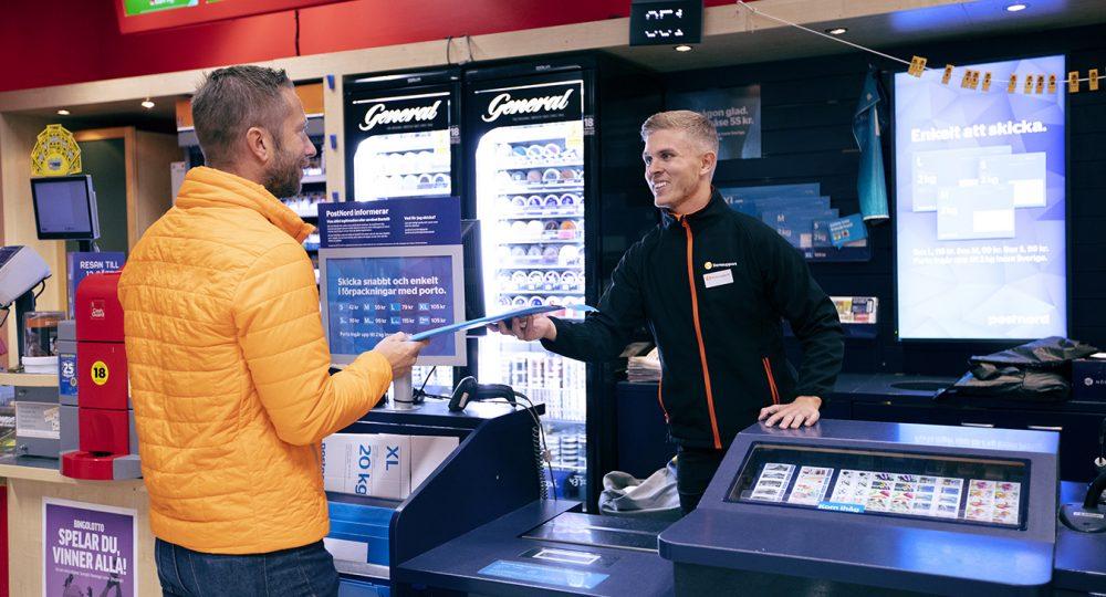 Att jobba i förbutik med post och spel